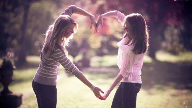 С другом или подругой