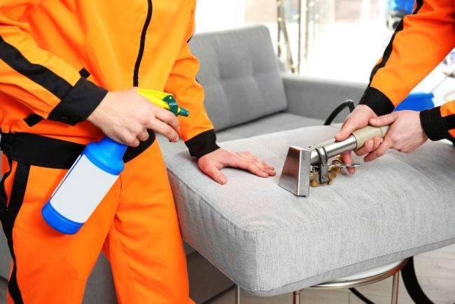 Метод сухой очистки мебели